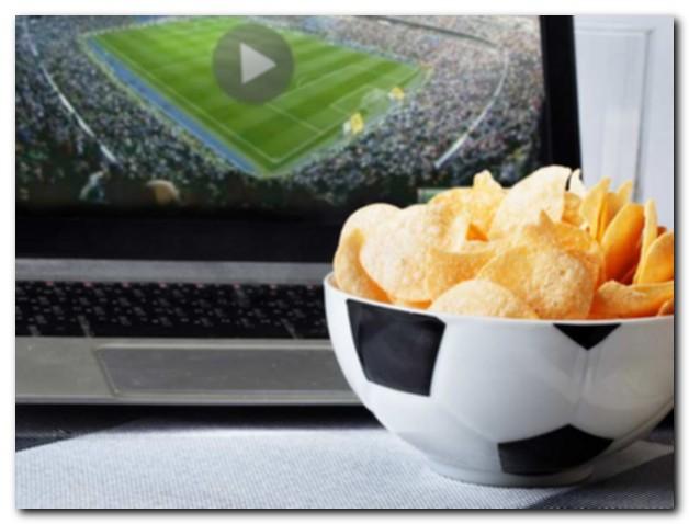 Как прикрепить ноутбук или планшет к телевизору